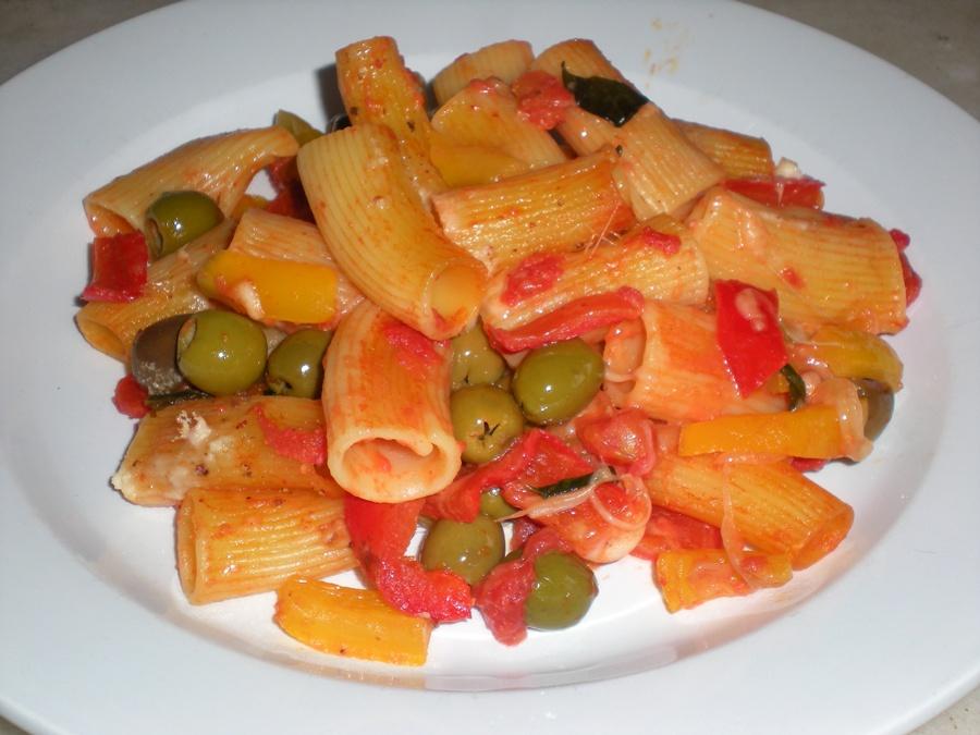 Ricetta pasta con peperoni e mozzarella