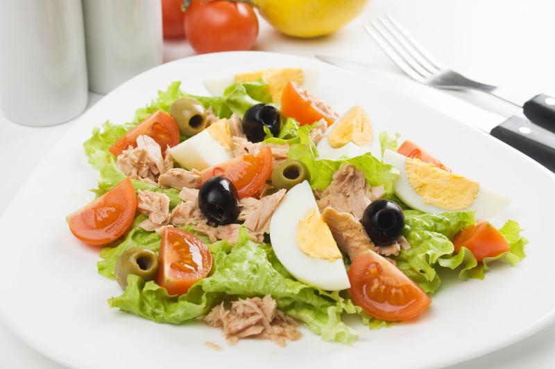 insalata con tonno uova e olive