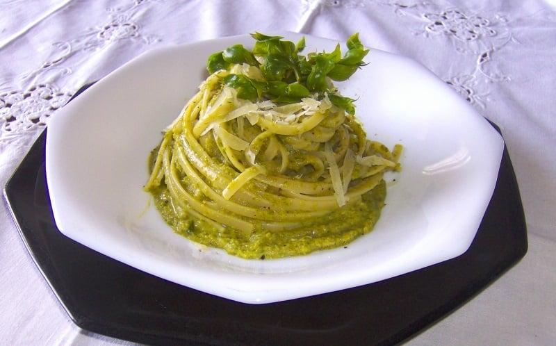 linguine con crema di asparagi e curry