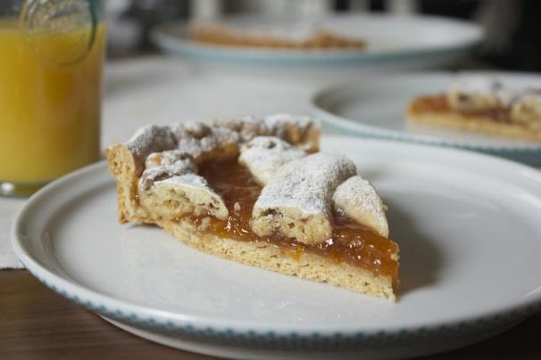 crostata di albicocche con cioccolato
