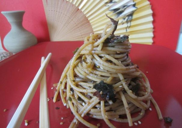 spaghetti con alghe e alici_
