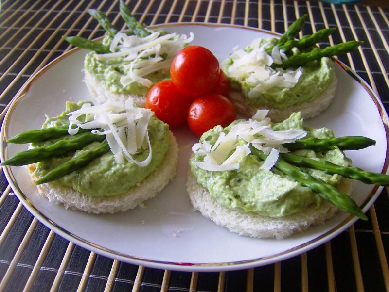 tartine con pate di asparagi