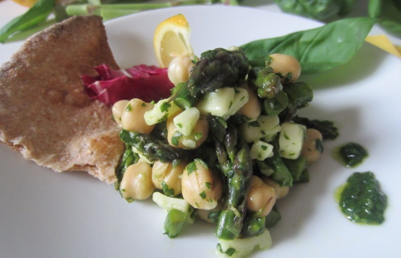 insalata con ceci e asparagi
