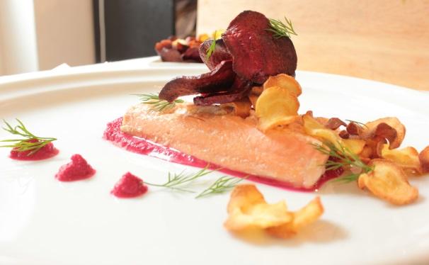 salmone e barbabietole_
