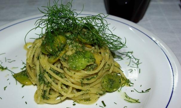 spaghetti con fave e pesto_