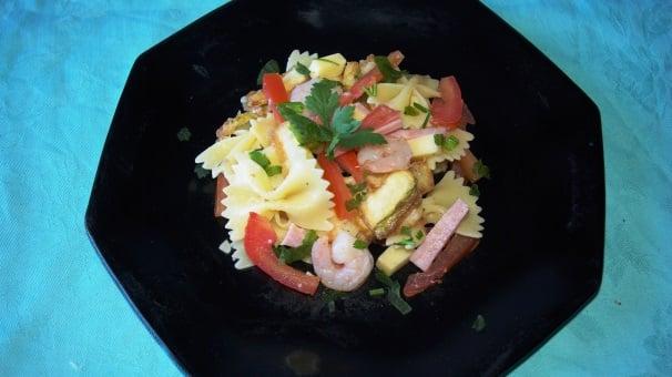 pasta fredda con gamberi e zucchine_
