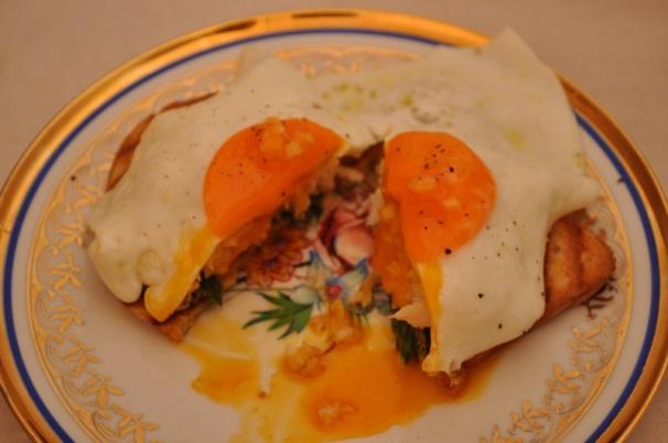 pane tostato con merluzzo e uova_