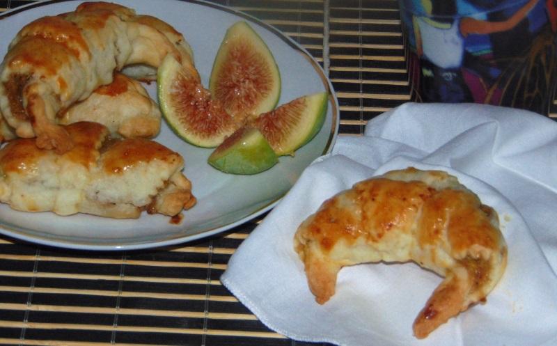mini croissant con fichi e nocciole