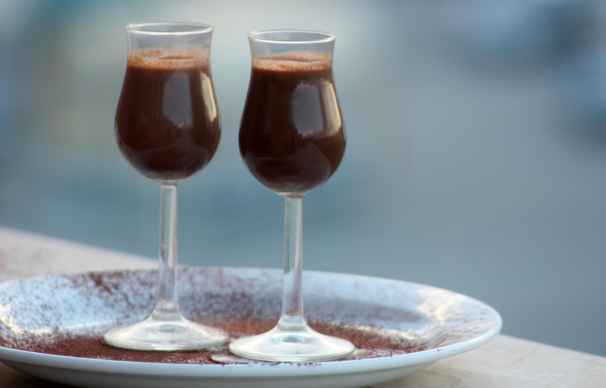 cocktail caldo al cioccolato e rum_