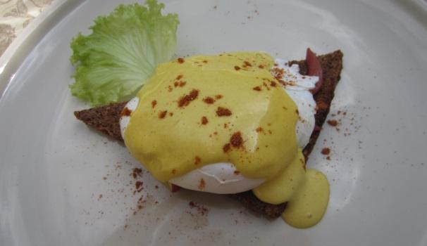 Uova alla benedettina