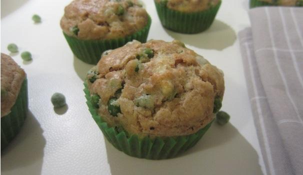 muffin con piselli e formaggio