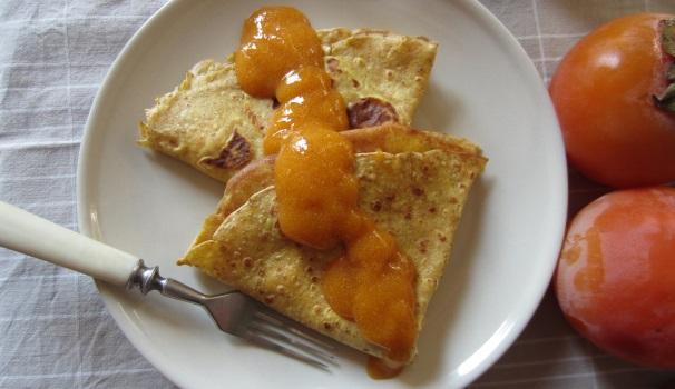 Crepes di farina di castagne con crema di cachi