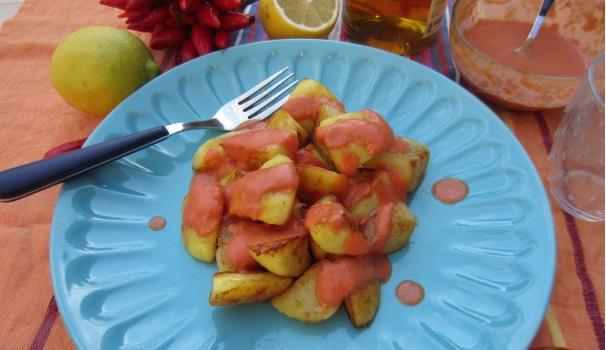 Patatas bravas con pomodoro