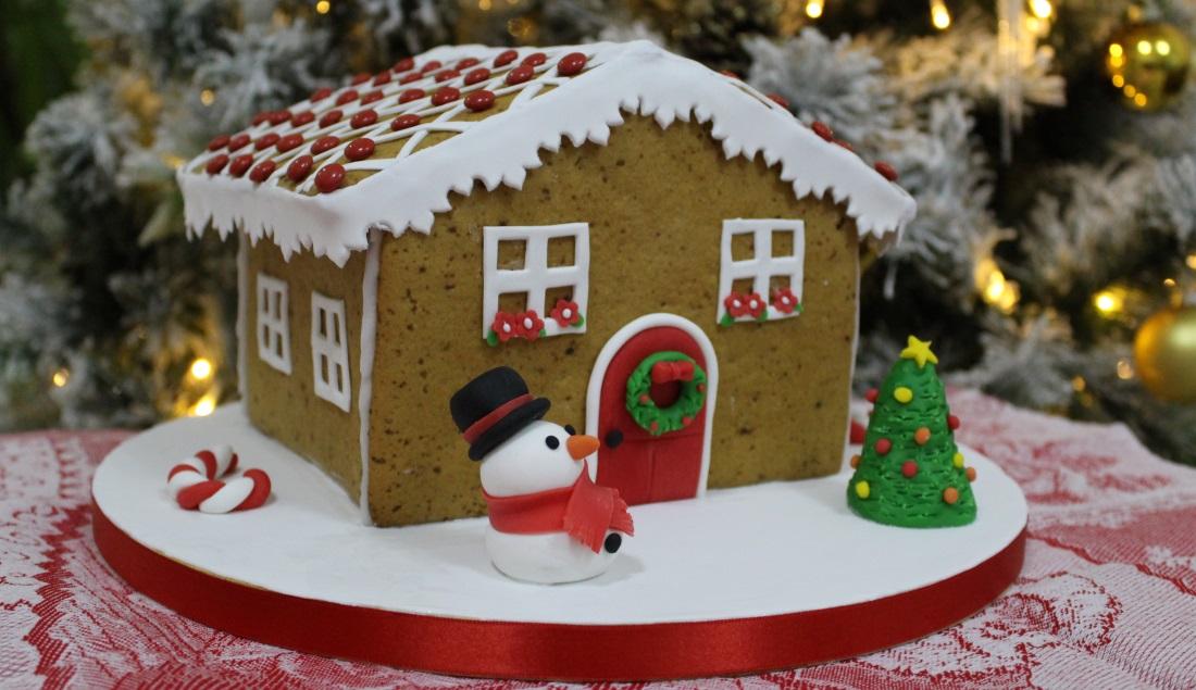 Casetta Di Natale Di Cioccolato : Ricopre la pasta frolla con gocce di cioccolato una merenda