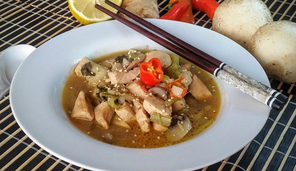 zuppa thailandese di pollo