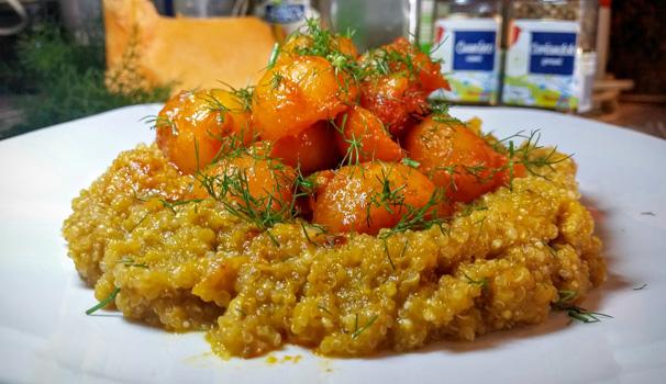 Quinoa con crema di carote speziata e zucca