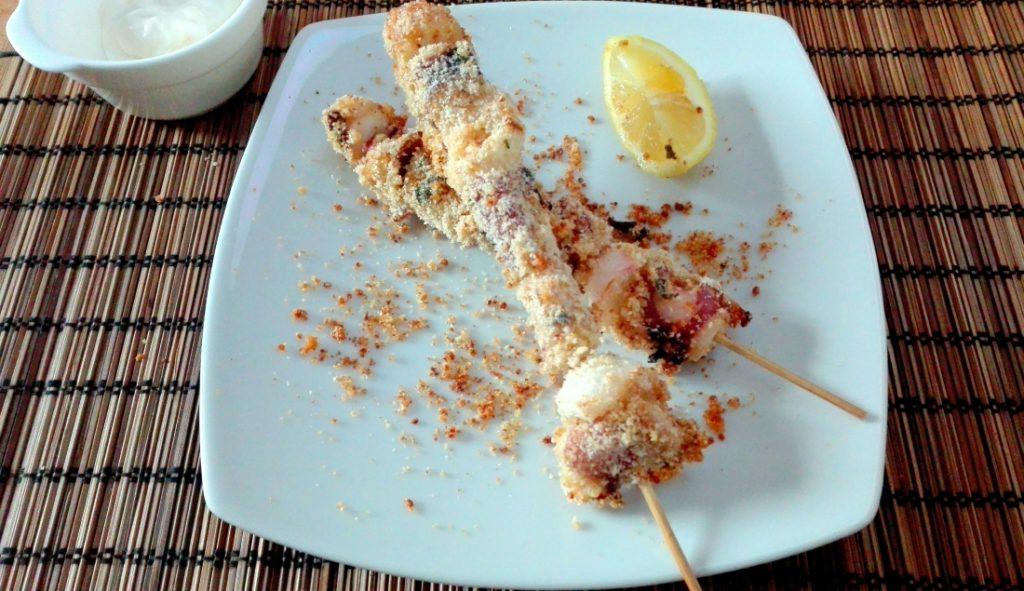 spiedini polpo impanati con quinoa