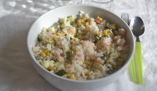insalata di riso con gamberetti foto di fine procediemento