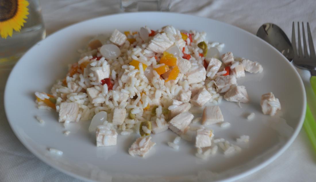 insalata di riso con pollo foto principale