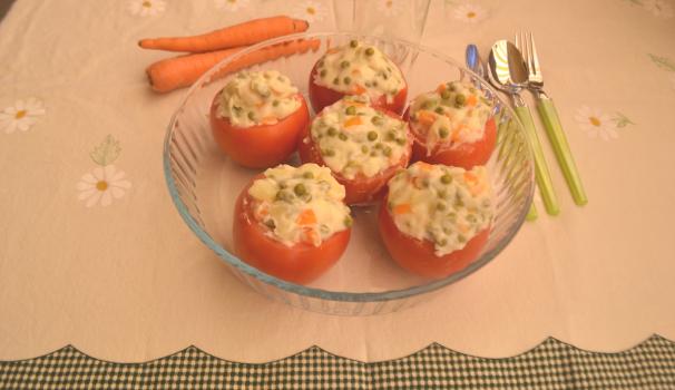 pomodori ripieni di verdure foto fine procediemento