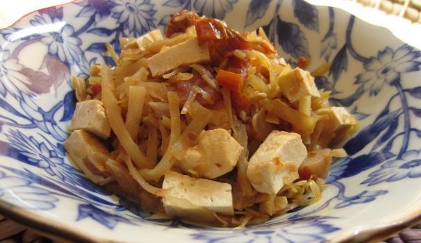 Stufato di cavolo e tofu e pomodori secchi