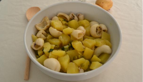 seppie con patate e piselli foto fine procedimento