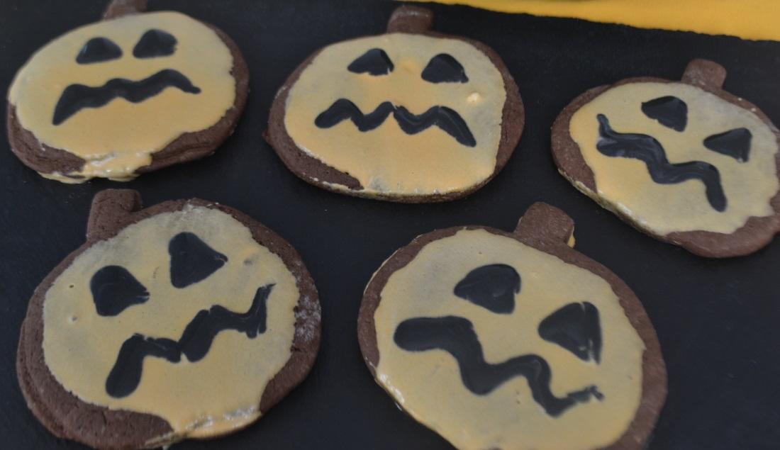 biscotti per halloween a forma di zucca
