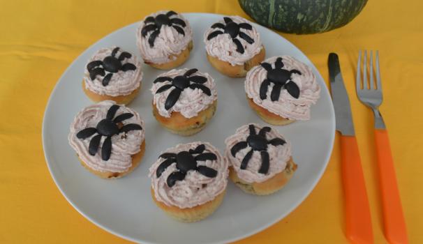 muffin salati di halloween con ragnetti foto di fine procedimento