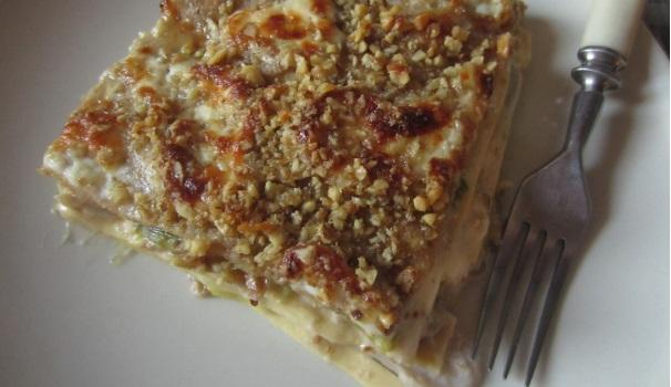 Lasagne integrali con porri, crescenza e noci