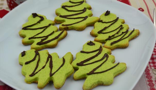 biscotti natalizi a forma di albero foto fine procediemnto