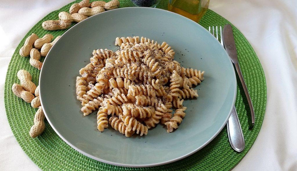 pasta integrale con pesto di arachidi
