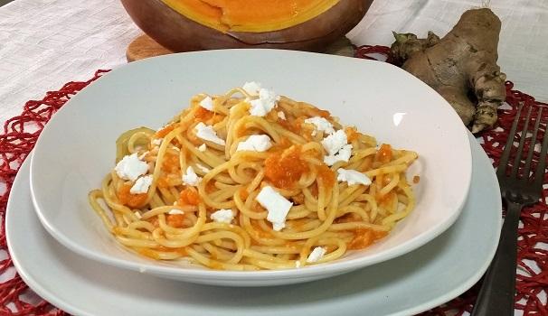 spaghetti con salsa di zucca e zenzero