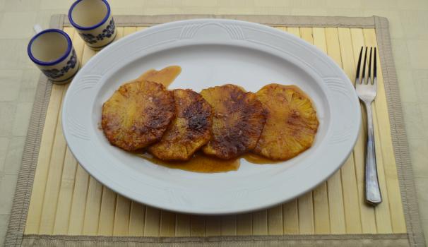 ananas al forno con cannella foto fine procediemento