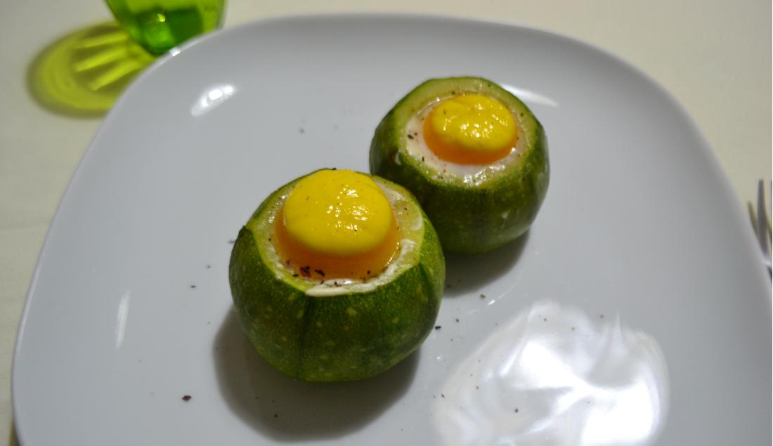 zucchine ripiene di uova foto principale