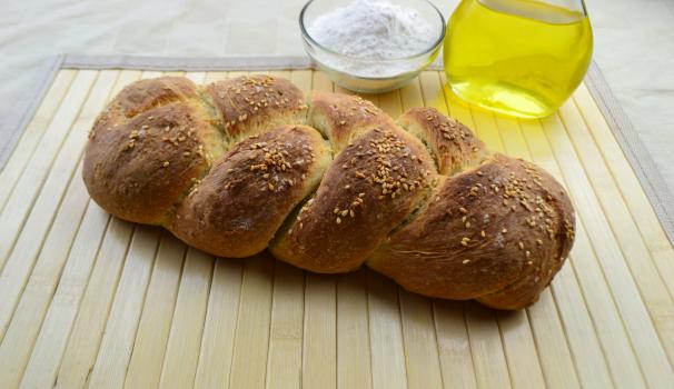 treccia di pane al sesamo foto fine procedimento