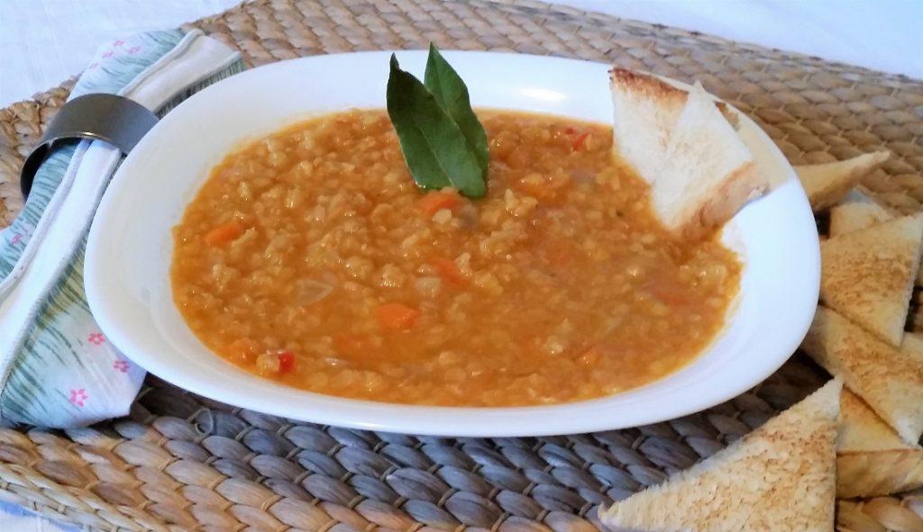 zuppa egiziana di lenticchie rosse