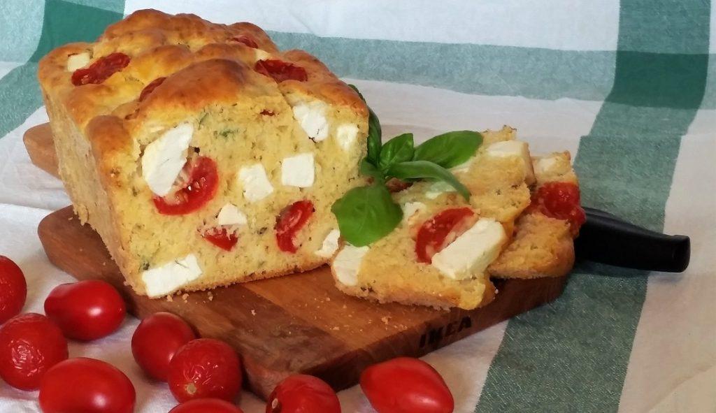 plum-cake con feta e pomodorini